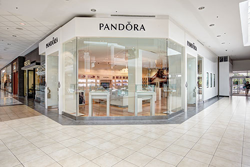 Pandora charms jewelry storefront photography for Mapleview Mall Burlington Ontario Bochsler photography