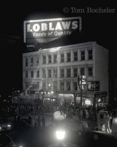 Bochsler Photo Imaging Tom Bochsler architectural photography of CKOC Loblaws promotion